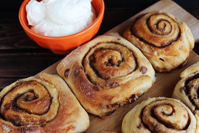 Cinnamon Rolls with Cream Cheese Frosting via Cookie Dough and Oven Mitt