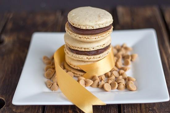 Peanut Butter Macarons w/ Chocolate PB Ganache #PBBash