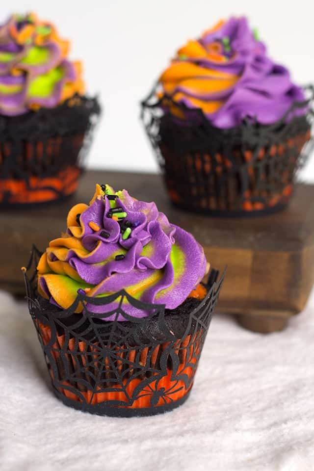 Halloween Swirled Cupcakes - Easy and adorable multicolored cupcakes and frosting. The kids will love 'em
