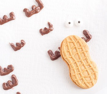 Easy Moose Cookies. Get your Nutter Butters out and start decorating with me. The perfect little Christmas cookie decoration.