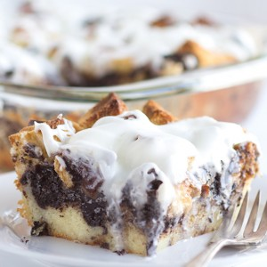 Cookies and Cream Bread Pudding - This makes the perfect dessert or breakfast. The cookies are soft and there's a delicious butter vanilla glaze slathered on top!