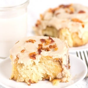 Maple Bacon Overnight Cinnamon Rolls - plan and make ahead breakfast! cinnamon rolls topped with the best maple coffee glaze and bacon bits!