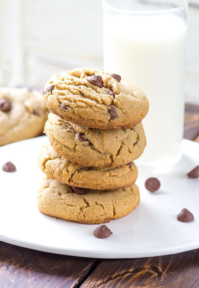 peanut-butter-chocolate-chip-cookies-2
